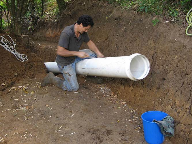 Preppers's will - Installing the PVC pipes for the micro hydro plant