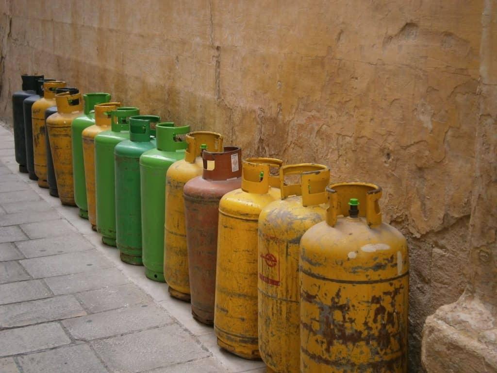 Fuel Cylinders Near Wall